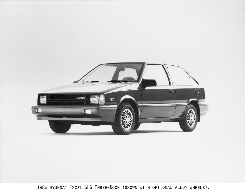 Mẫu xe Hyundai Excel đầu tiên được bán tại thị trường Mỹ năm 1986